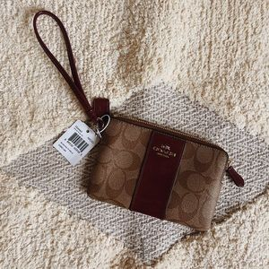 🆕 Coach Signature Wristlet - Burgundy
